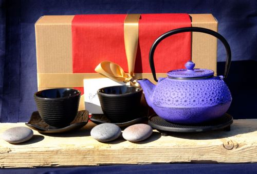 Gift Box - Black Cups flower saucer Trivet & Cast Iron Daisy Purple Tetsubin teapot kettle 0.6 L